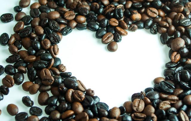jak wykorzystac kawe do pielegnacji oczu