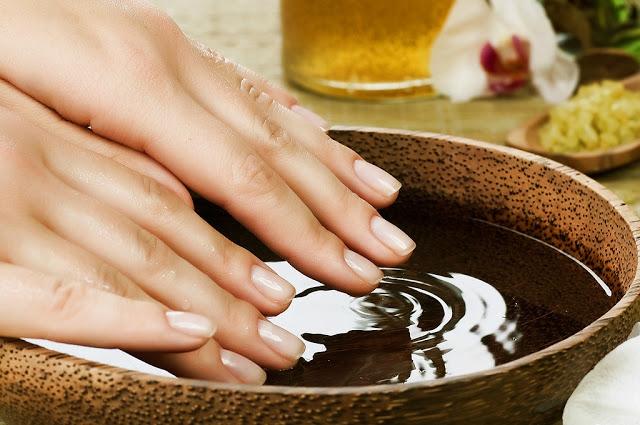 Jak perfekcyjnie wykonać manicure?